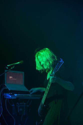 Mrs Unbekannt an der Gitarre